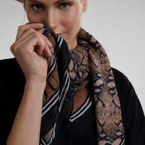 Oui Ladies Scarf Tralee
